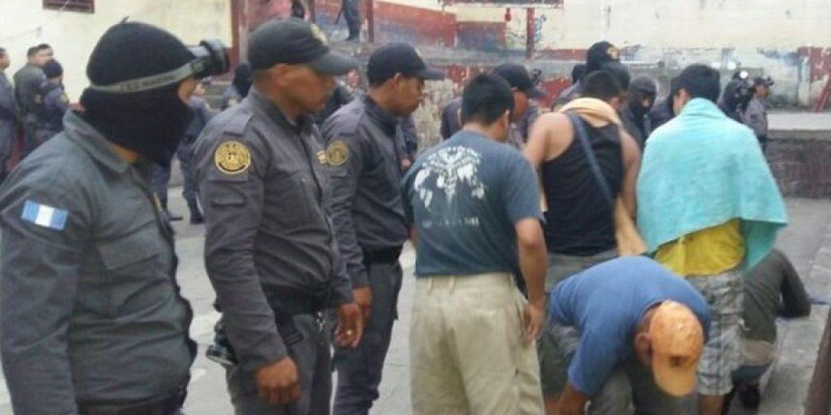 Droga, cuchillos y celulares tenían los reos de la cárcel de Chimaltenango