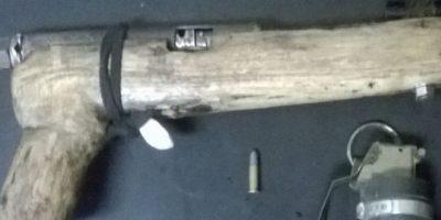 Detienen a tres hombres acusados de asaltar con una pistola de madera