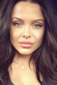 Mara está llamando la atención por su enorme parecido a Angelina Jolie. Foto:Vía Instagram/@marateigen_