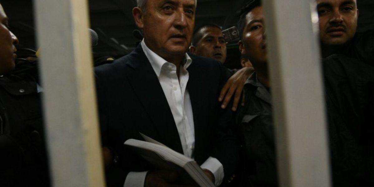 VIDEO. Privados de libertad insultan a Otto Pérez