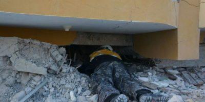 La policía de Ecuador se esfuerza por reparar un poco el el desastre que dejó el terremoto del pasado fin de semana. Foto:facebook.com/policia.ecuador