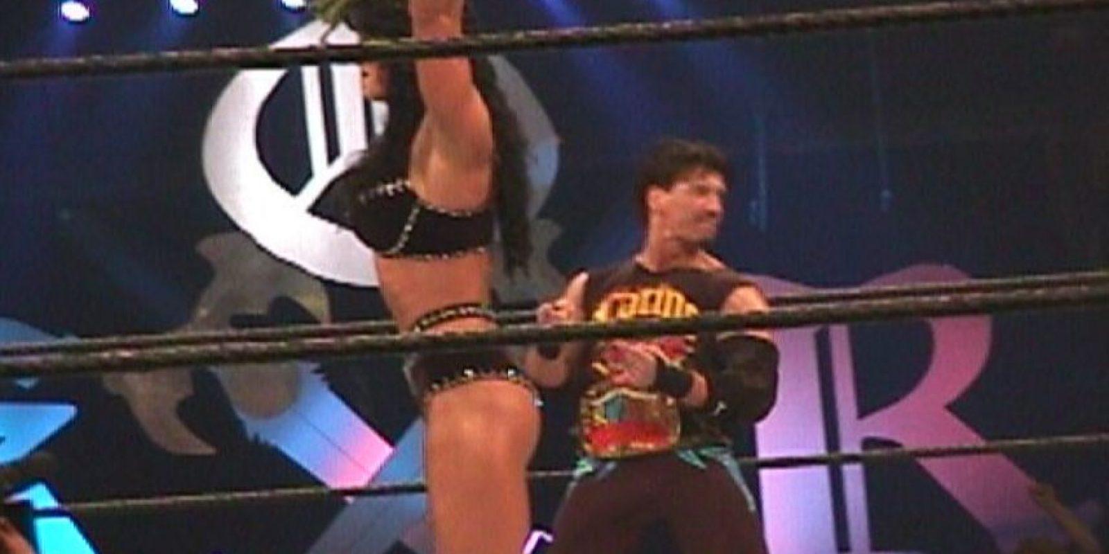En 2000 al lado de Eddie Guerrero Foto:WWE
