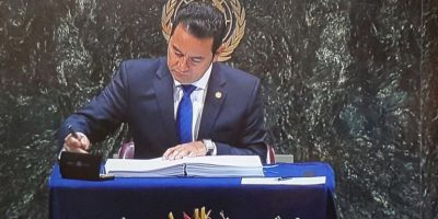 Jimmy Morales firma acuerdo del cambio climático en ONU