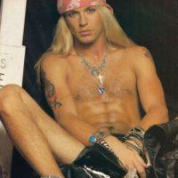 Y por ser novio de Pamela Anderson. Foto:vía Coveralia