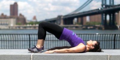 """Y glute bridge. La forma: escoger cuatro ejercicios y hacer cuatro minutos de cada uno. """"Ese poco tiempo es más que suficiente si lo haces con buen ritmo"""", dice Baca. Foto:Twitter"""