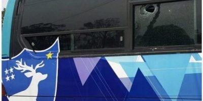 Aficionados de Municipal dañan bus de Deportivo Suchitepéquez