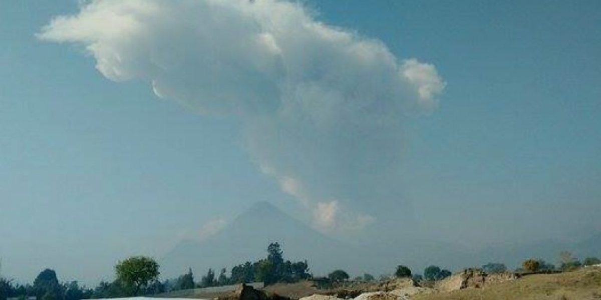 Conred en alerta verde por fuertes explosiones del volcán Santiaguito