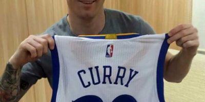 Intercambio de figuras: Leo Messi le envió camiseta a Stephen Curry