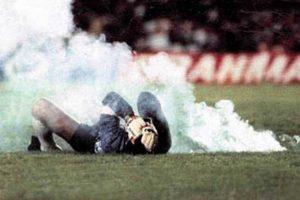 """4. Rumbo al Mundial de Italia 90, Roberto el """"Cóndor"""" Rojas protagonizó la mentira más grande dentro de las canchas. Su selección de Chile se enfrentaba a Brasil en el Maracaná y necesitaban de una victoria para calificar. Foto:Blog 20 minutos"""