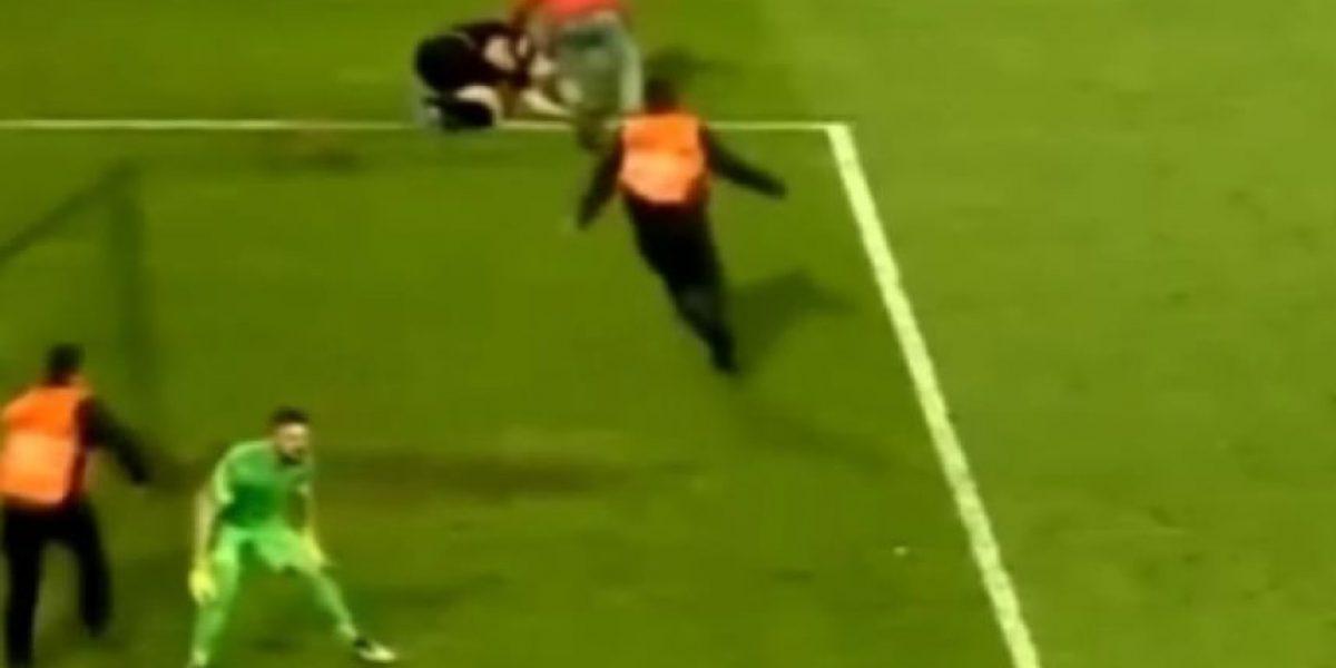 Árbitro de partido de futbol en Turquía es agredido brutalmente