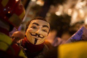 """Estos hackers se caracterizan por usar la máscara de """"V for Vendetta"""". Foto:Getty Images"""