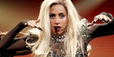 """Pero Lady Gaga se siente igual que antes: """"me sigo sintiendo la mujer extraña e incomprendida que era en la escuela, pero con mucha más gente para salir"""". Foto:vía Getty Images"""