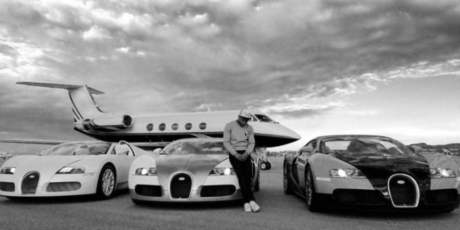 Y a bordo de su jet privado, recorre el mundo, mientras presume sus viajes en Instagram. Foto:Vía instagram.com/floydmayweather