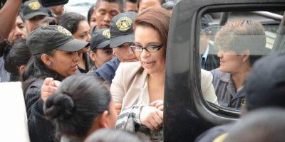 """Baldetti le mencionó al juez que """"fue agredida por la prensa"""" y se notó la cantidad de guardias que la protegen, incluyendo su abogado Benjamin Estrada. Foto:Luis Nájera"""