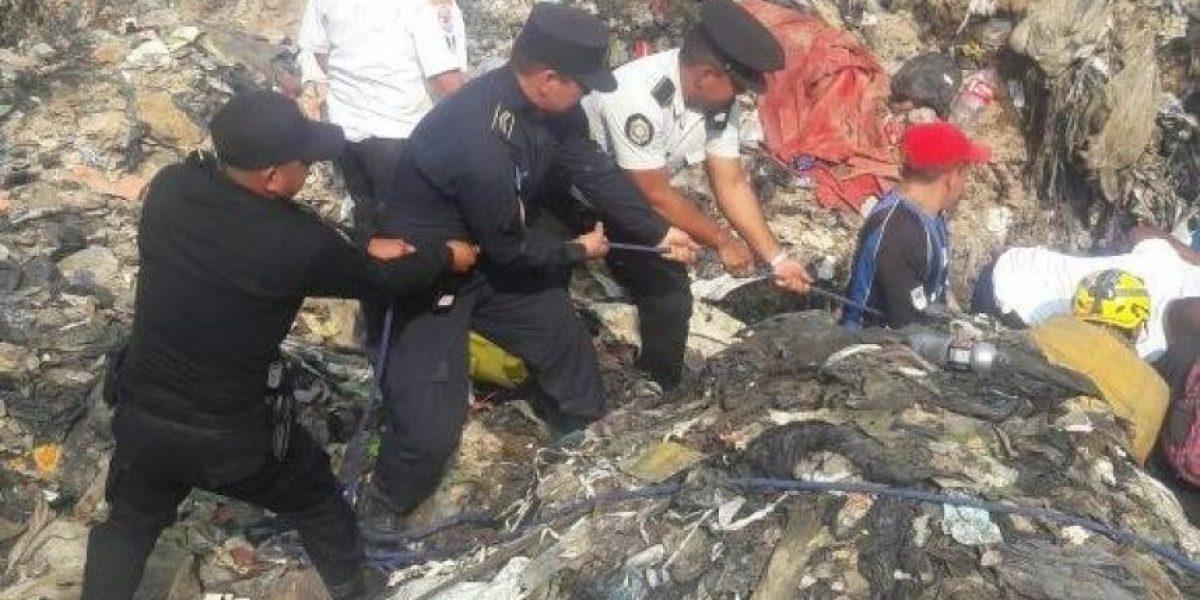 Tras derrumbe en relleno sanitario de zona 3, bomberos buscan soterrados