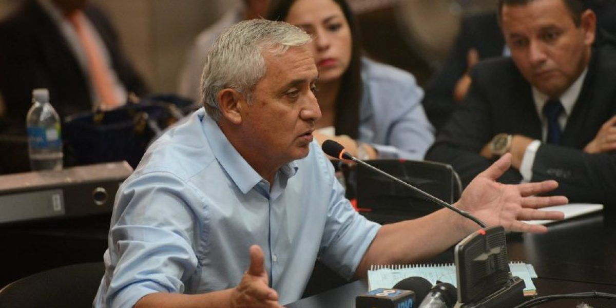 Pérez Molina, con la voz entrecortada, dice