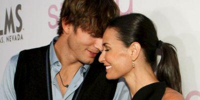 Ashton siguió a lo suyo con Mila Kunis. Moore casi se destruye. Foto:vía Getty Images