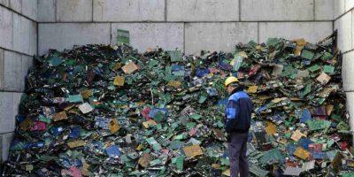 Se recomienda no tirarlas directamente a la basura, sino llevarlas a centros de reciclaje. Foto:Getty Images