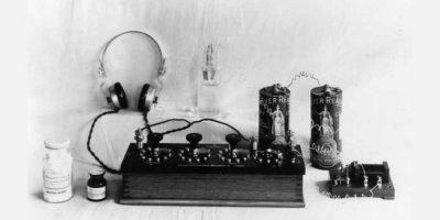 Una batería rudimentaria de hace miles de años fue encontrada en Baghdad en 1932. Foto:Getty Images