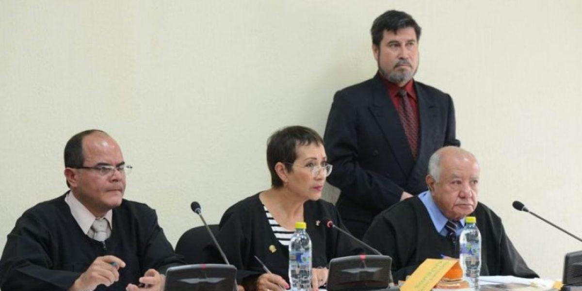 Los enviados a juicio por fraude en el IGSS esperan conocer si recuperarán su libertad