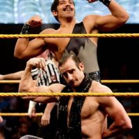 En la final del torneo de Parejas, The Vaudevillains Foto:WWE