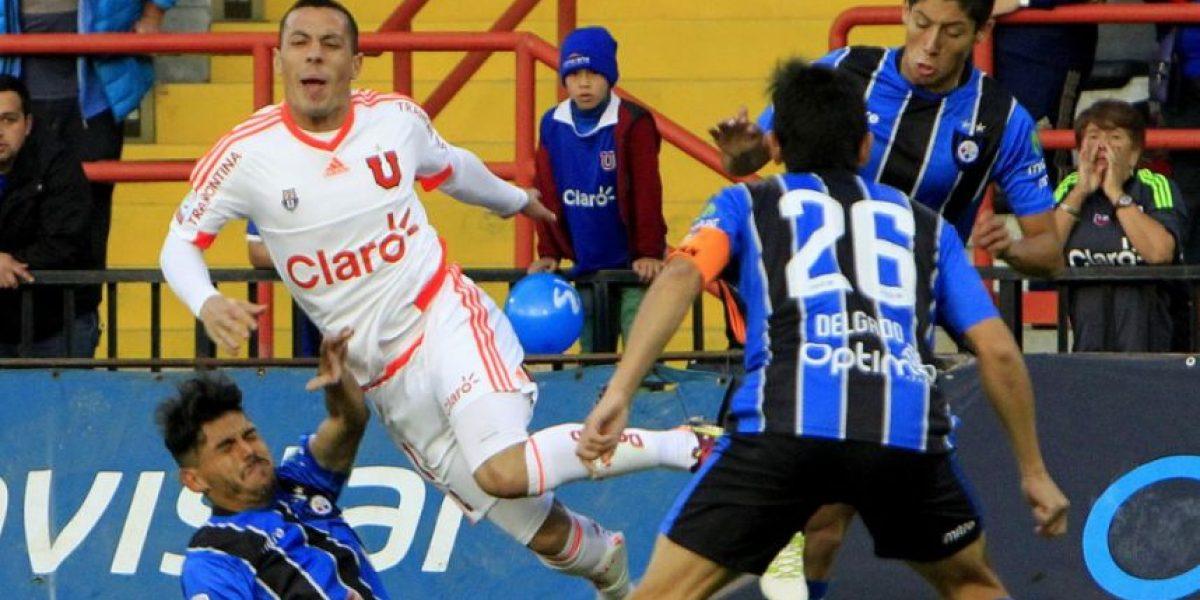 Impactante fractura sufre futbolista chileno durante el partido