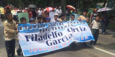 ¡Inédito! Maestros realizan marcha en sábado con varias solicitudes a las autoridades