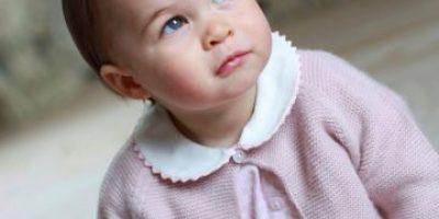Las tiernas fotos del álbum oficial de la princesa Charlotte por su primer cumpleaños