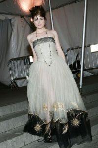 Selma Blair fue vestida por Tim Burton y Helena Bonham Carter en 2005. Foto:vía Getty Images