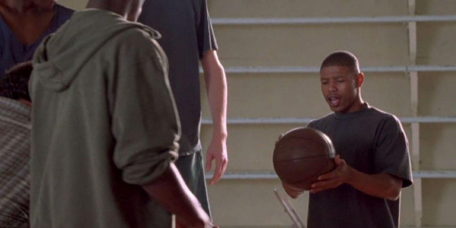 Muggsy Bogues, el jugador más bajito de la NBA, también estuvo. Foto:vía Warner Bros