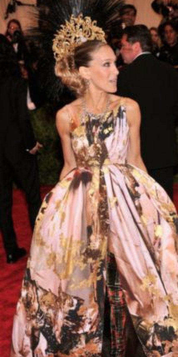 Sarah Jessica Parker disfrazada de soldado romano punk. Pero quizás ella puede darse esos lujos. Foto:vía Getty Images