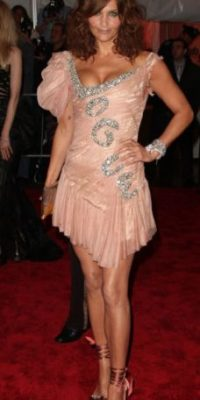 Helena Christensen, ese vestido ni siquiera lo usa la campeona mundial de patinaje artístico Michelle Kwan. Foto:vía Getty Images