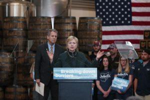 En la carrera por la presidencia del Partido Demócrata continúa liderando la favorita Hillary Clinton. Foto:AP
