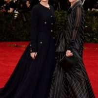 Las hermanas Olsen, de negro, mostrando por qué siempre ha sido chic. Foto:v