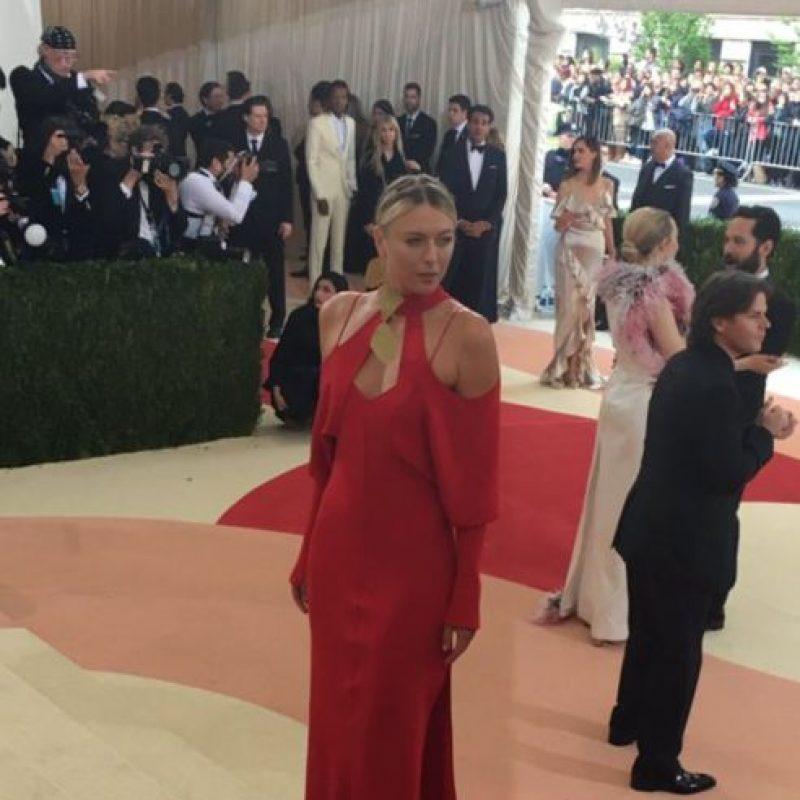 Anna Kournikova, en un vestido que ni la favorece ni tiene gracia. Foto:vía Getty Images