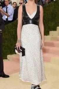 Selena Gómez como hipster de gala. Foto:vía Getty Images