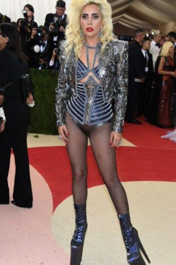 """Lady Gaga disfrazada de Barbarella y Tina Turner en """"Mad Max"""". Eso no es nuevo. Foto:vía Getty Images"""