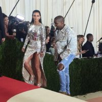 Kim Kardashian en esta barbaridad. Foto:vía Twitter