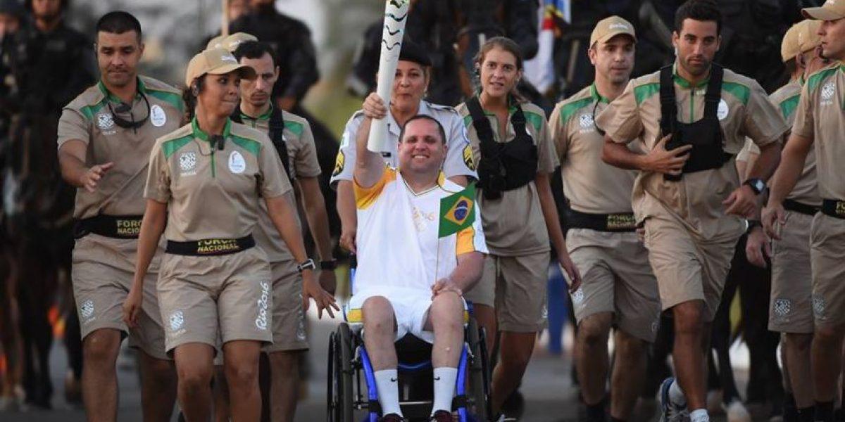 El fuego olímpico llega a un Brasil políticamente estremecido