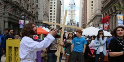 Se dedica a predicar la palabra de Jesús. Foto:twitter.com/phillyjesus