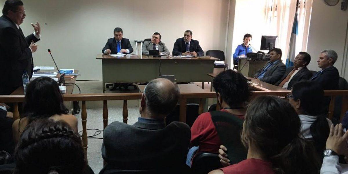 Sala escucha argumentos por amparo que suspendió el juicio por genocidio