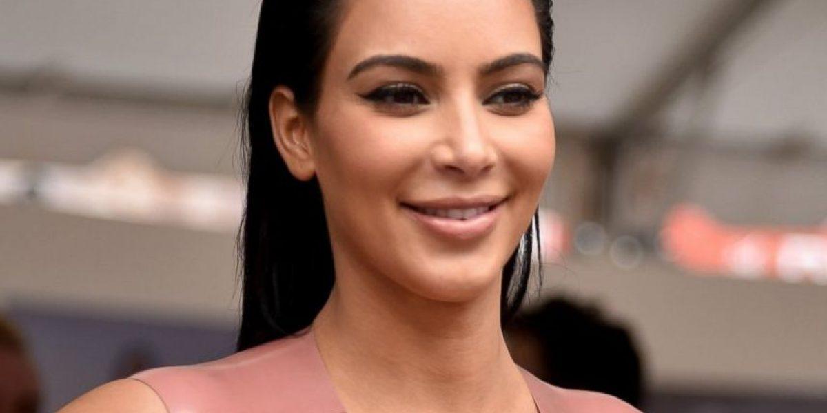 Luego de perder cerca de 60 libras, Kim muestra su voluptuosa figura en traje de baño