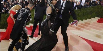 Con tremendo escotazo, Nicki Minaj muestra de más en Instagram