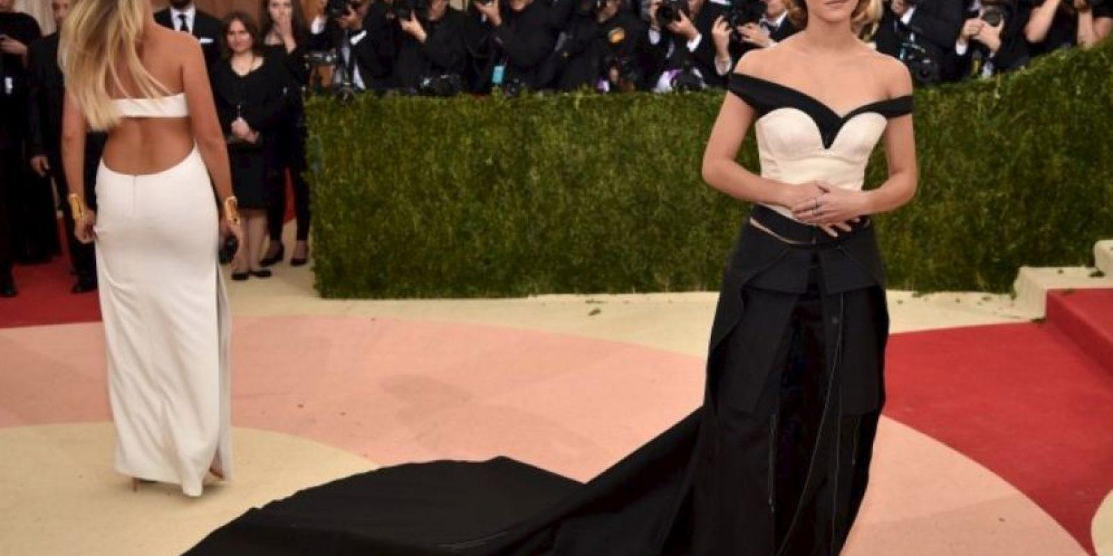Y además de que la hizo lucir sensacional, el outfit de Emma era ecológico. Foto:Getty Images