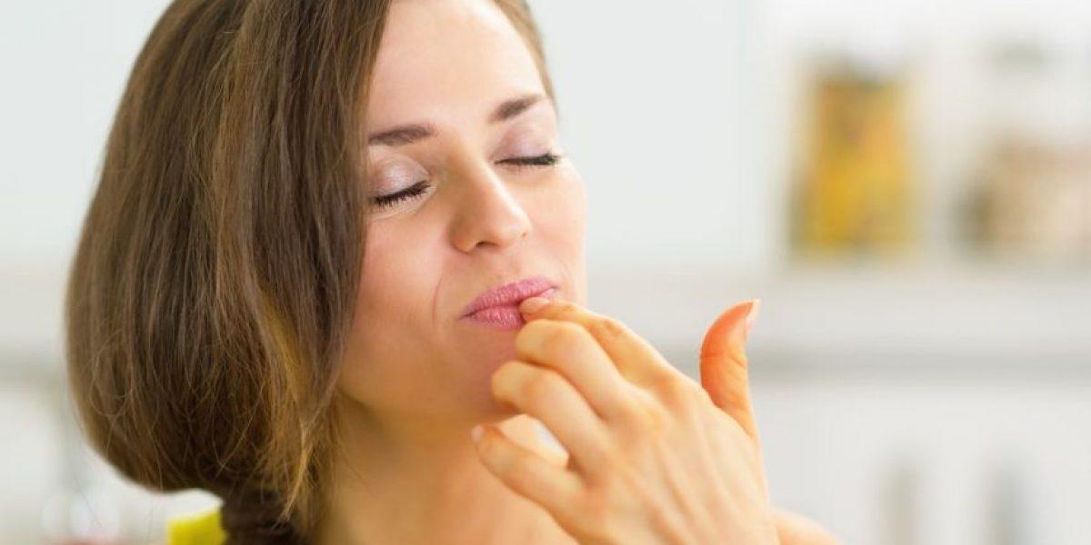Lanzan esmalte de uñas con sabor a pollo frito