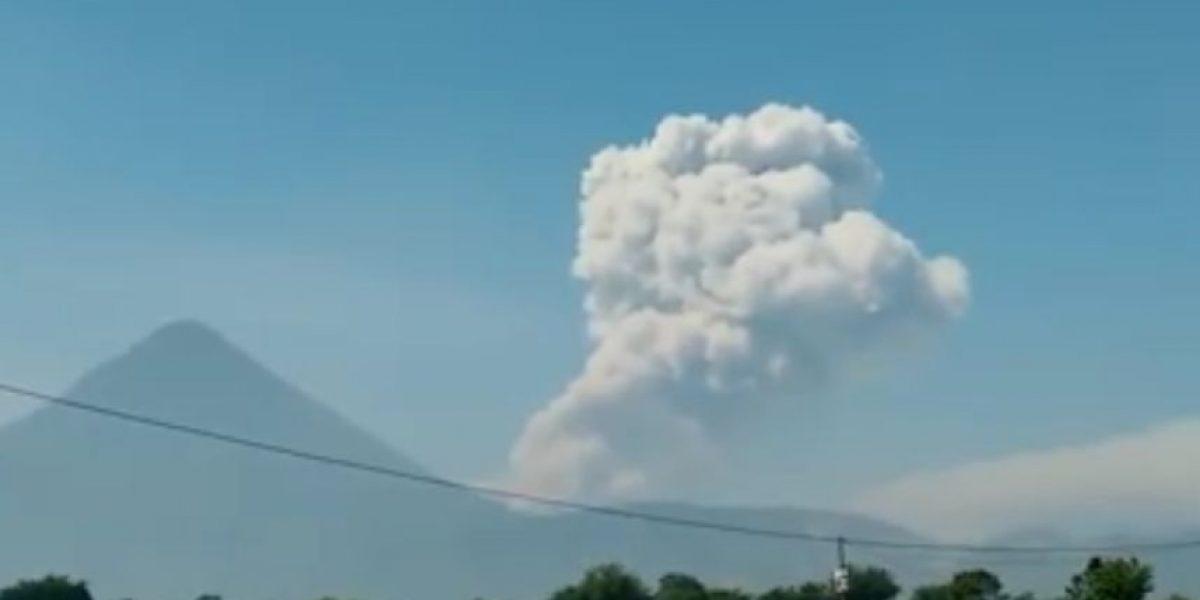 Volcanes Santiaguito y Fuego incrementan actividad eruptiva