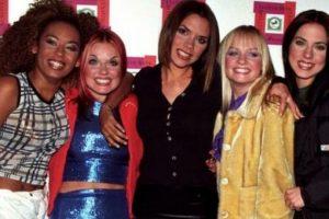 Victoria aparecía un poco alejada del grupo. Foto:Vía Instagram/#SpiceGirls