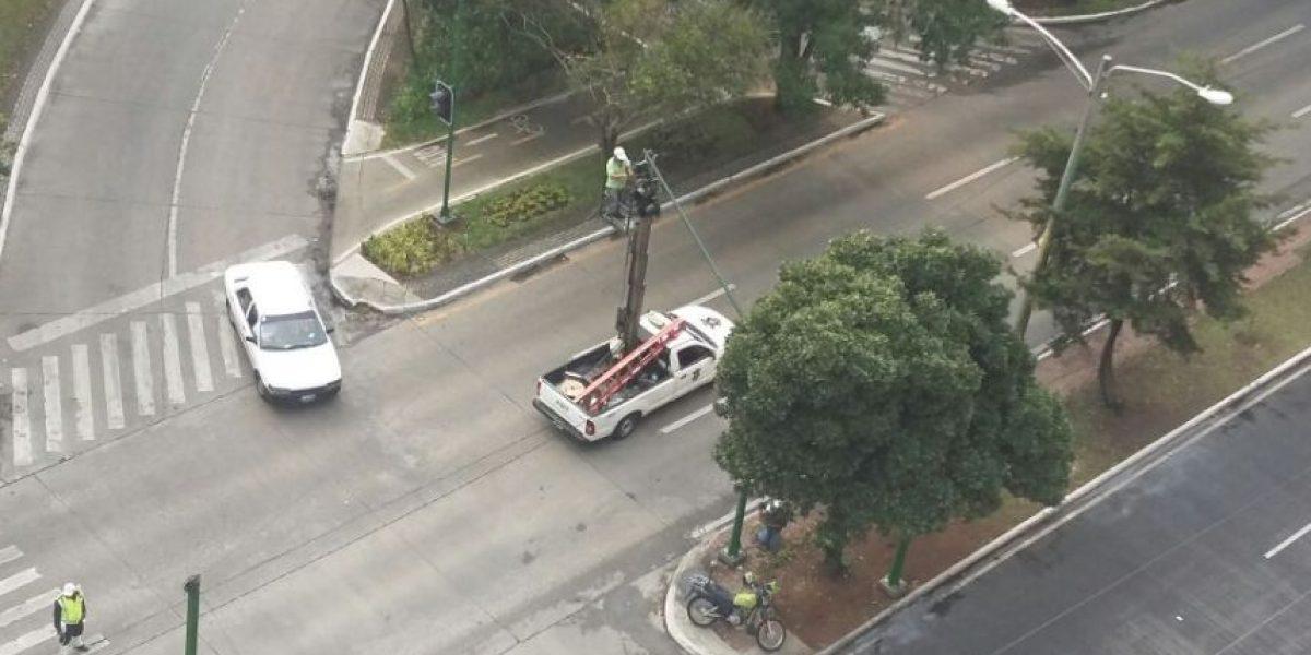 Municipalidad instala semáforos en Avenida Reforma y 9a. calle