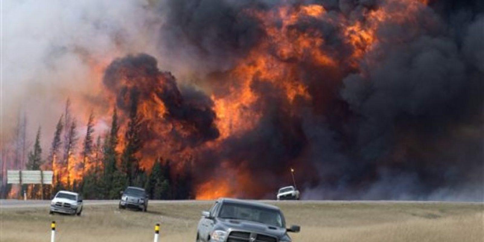 Aunque no se han reportado personas muertas o heridas muchos edificios han quedado destruidos por las llamas. Foto:AP