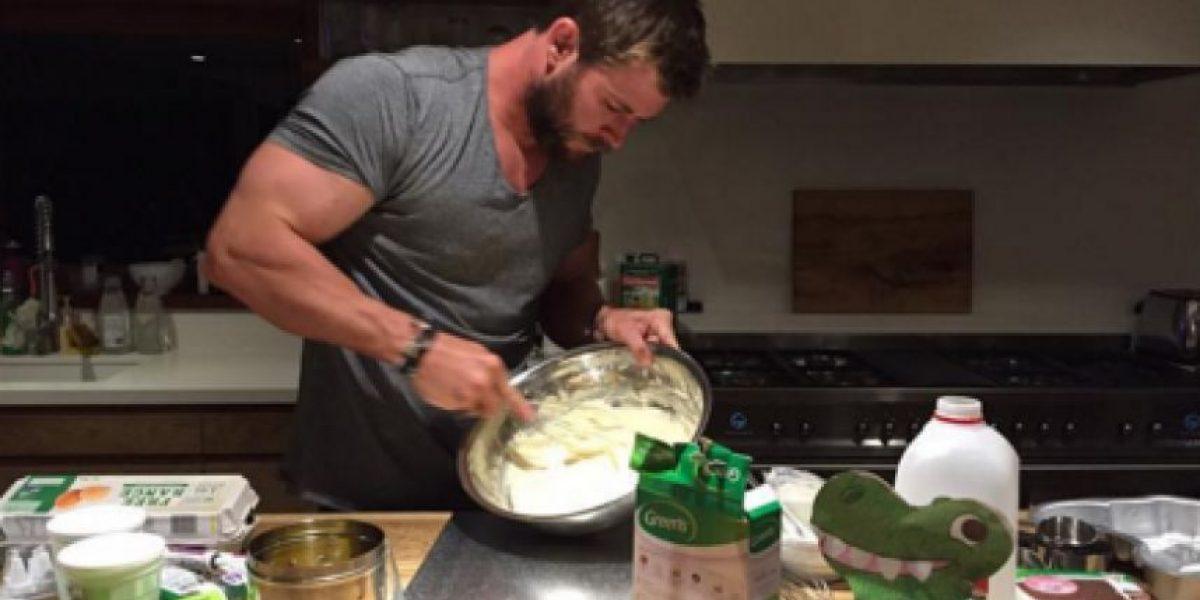 Chris Hemsworth le horneó el pastel más dulce a su hija